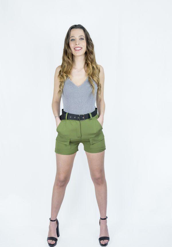 nastistyle-nasti-abbigliamentodonna-negozioonline-shoponline-body-grigio-pantaloncino-short-verde-cargo-cinturanera-cinturino-sandalo-sandalonero-tacco-pantaloncinocorto-pantaloncinocontasche