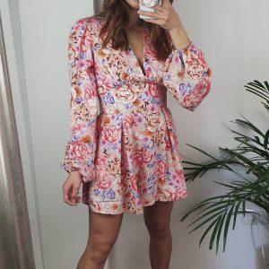 nastistyle-shoponline-abbigliamentodonna-tutafloreale-tutaflowers-tutavestito-vestitofloreale-salopette-rosa-multicolor-bianco-lilla-outfit-fashion-moda-madeinitaly