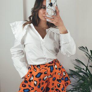 nastistyle-shoponline-abbigliamentodonna-short-maculato-pantaloncino-shortarancione-pantaloncinoarancione-arancione-leopardato-camiciabianca-outfit-madeinitaly-fashion