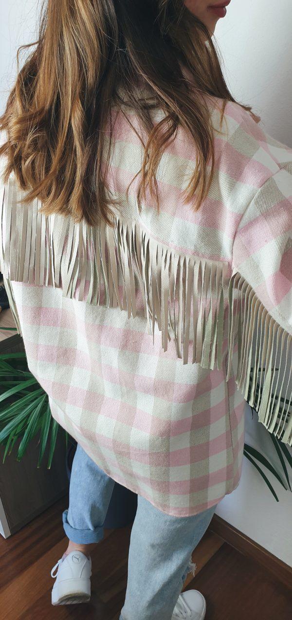 nastistyle-shoponline-abbigliamentodonna-giaccaaquadri-giaccarosa-giaccaconfrange-giaccacamicia-maxicamicia-giaccaconfrangebeige-rosa-beige-moda-outfit-madeinitaly-fashion-camicione