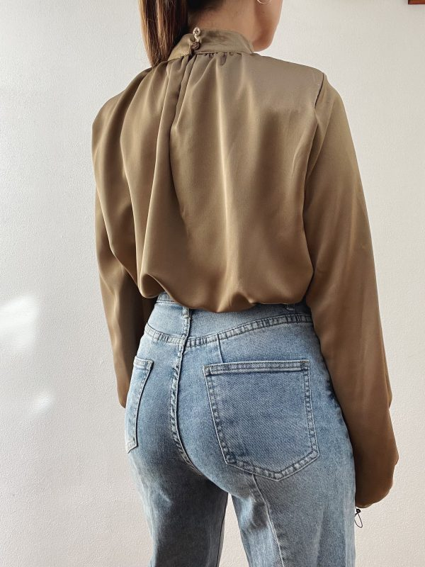 nastistyle-shoponline-abbigliamentodonna-blusasbuffo-blusaraso-blusabianca-magliabianca-beige
